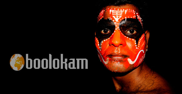 Back_stage_of_Theyyam