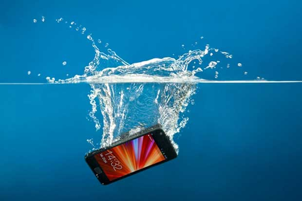 Mobile-phone-dropped-water